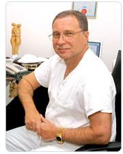 ХИРУРГ - Директор центра пластической хирургии д.м.н., профессор Михаил Миронович Сокольщик.